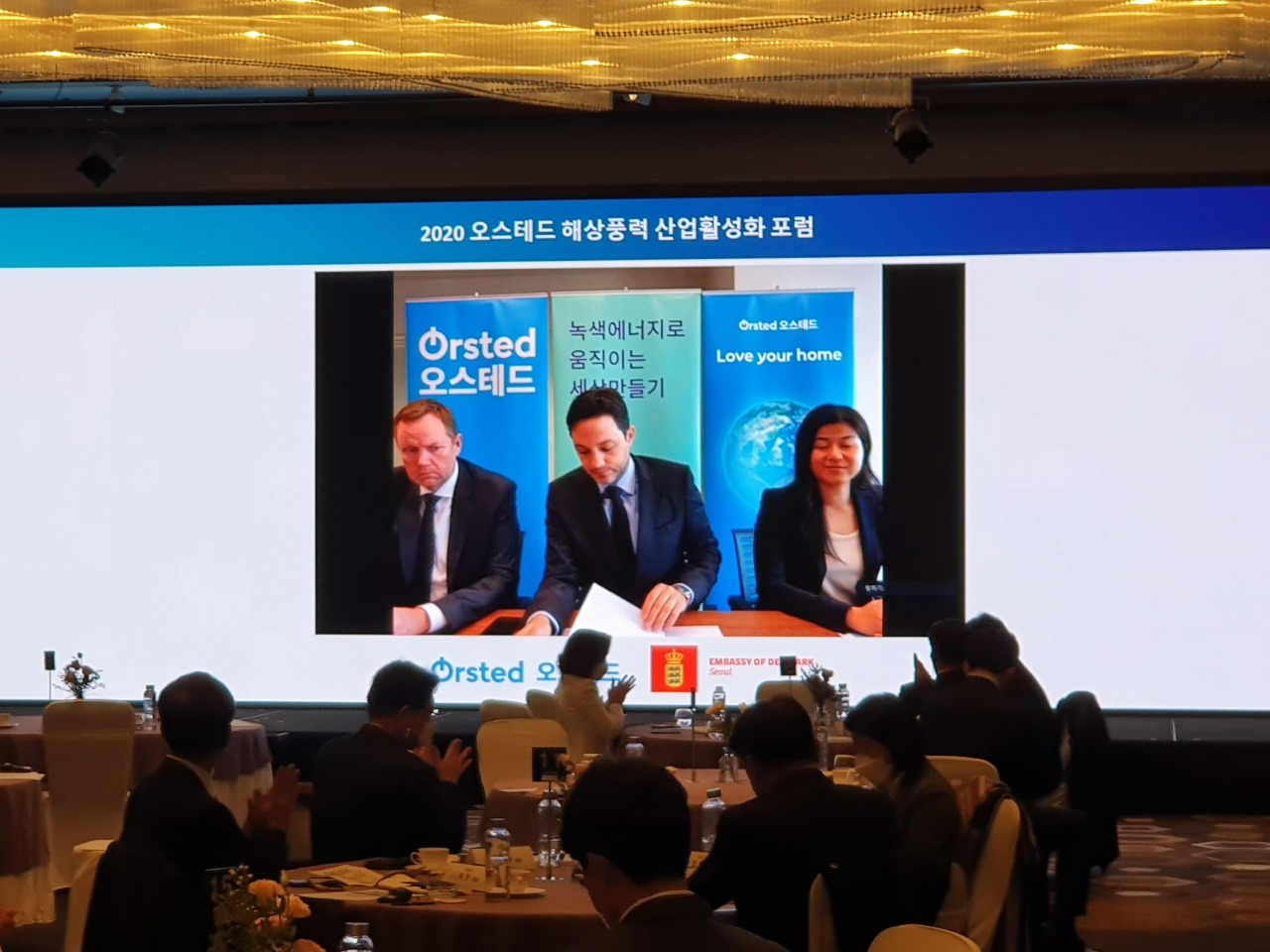 Orsted Asia-Pacific president Matthias Bausenwein (center) speaks to participants of Orsted 2020 Offshore Wind Industry Promotion Forum held at Conrad Seoul, located in Yeouido, western Seoul, Tuesday. (Kim Byung-wook/The Korea Herald)