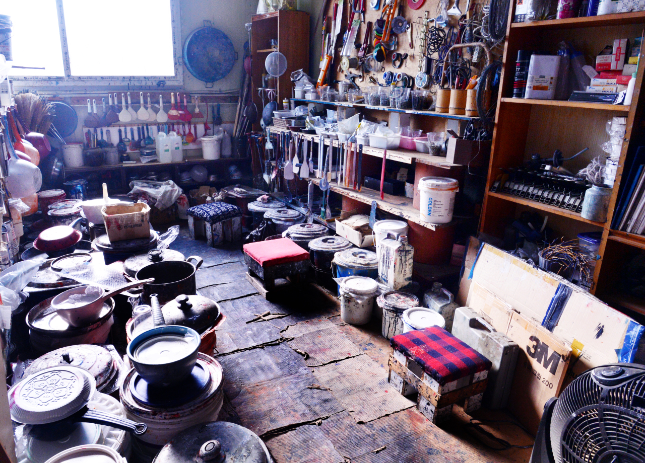 Ha's studio in Goyang, Gyeonggi Province (Park Hyun-koo/The Korea Herald)
