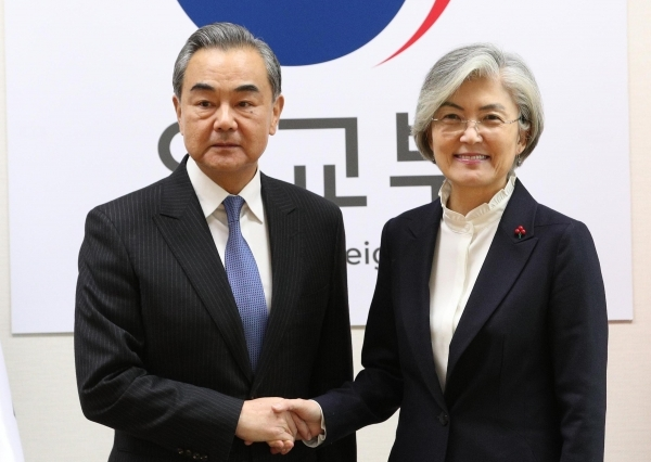 Foreign Minister Kang Kyung-wha (R) shaking hands with her Chinese counterpart Wang Yi before their talks at the foreign ministry in Seoul on Dec. 4, 2019. (Yonhap)