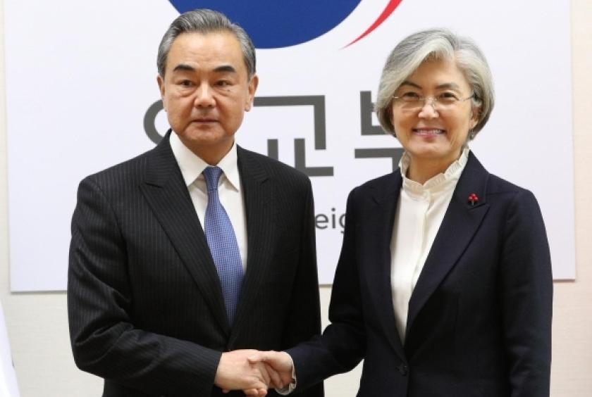 This photo, taken on Dec. 4, 2019, shows Foreign Minister Kang Kyung-wha (R) shaking hands with her Chinese counterpart, Wang Yi, before their talks at the foreign ministry in Seoul. (Yonhap)