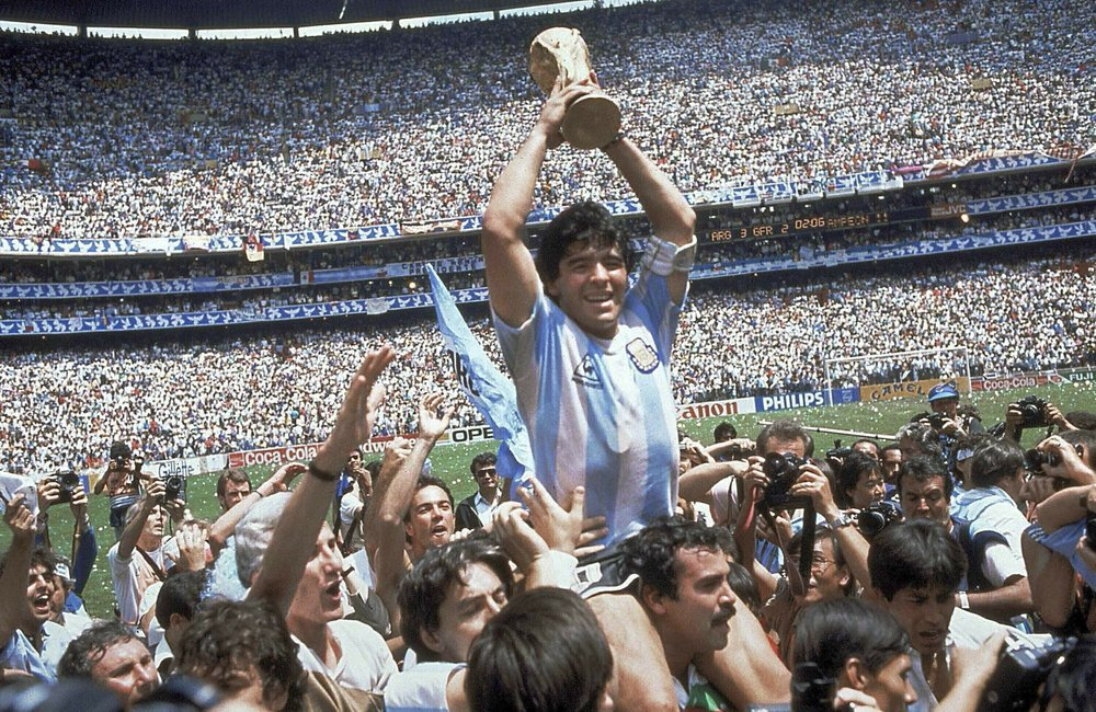 In this June 29, 1986 file photo, Diego Maradona holds up his team's trophy after Argentina's 3-2 victory over West Germany at the World Cup final soccer match at Azteca Stadium in Mexico City. The Argentine soccer great who was among the best players ever and who led his country to the 1986 World Cup title before later struggling with cocaine use and obesity, died from a heart attack on Wednesday, at his home in Buenos Aires. He was 60. (AP-Yonhap)