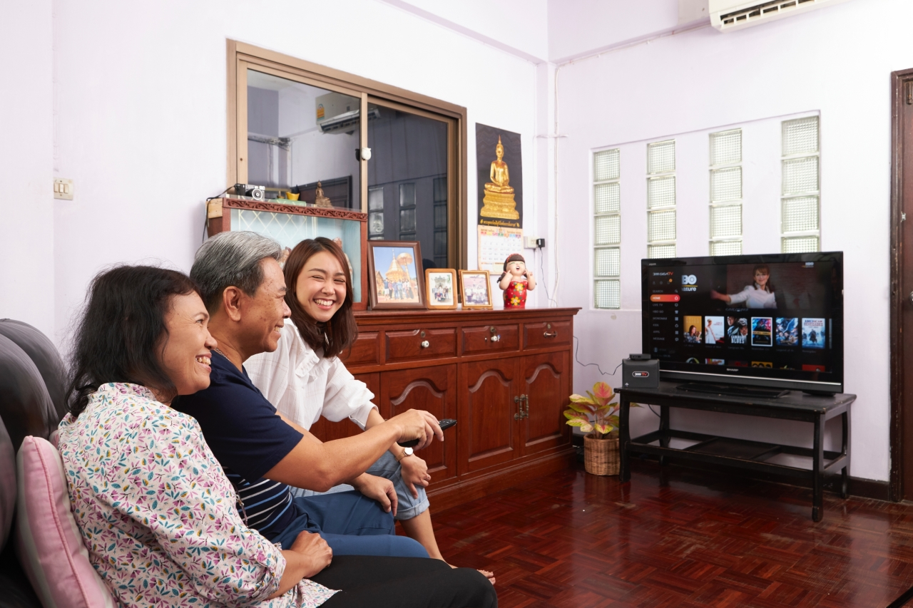 A Thai family watches KT's 3BB GIGA TV, which launched on Thursday. (KT)
