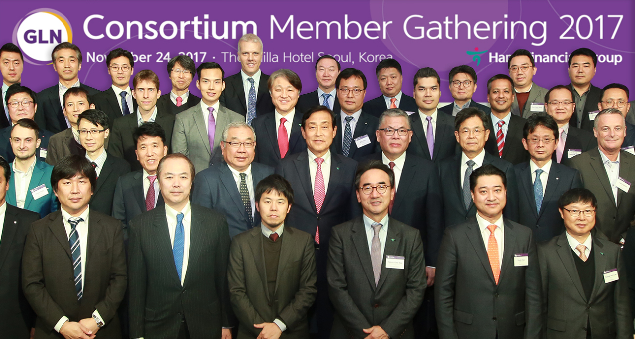Hana Financial Group Chairman Kim Jung-tai (fifth from left, second row) poses with leaders and ranking officials of global firms at the Global Loyalty Network consortium held at The Shilla in Seoul on Tuesday. (Hana Financial Group)
