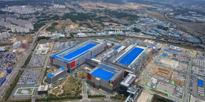 Chip plant in Pyeongtaek, south of Seoul. (Samsung Electronics Co.)