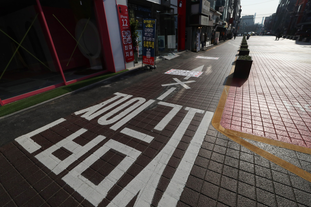 A street in Hongdae, a usually busy district in Seoul, appears empty on Thursday, when the daily new infections surged to a 8-month high. (Yonhap)