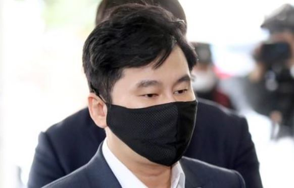 Yang Hyun-suk, the founder and former CEO of K-pop powerhouse YG Entertainment, arrives at the Seoul Western District Court to attend his sentencing trial on Friday. (Yonhap)