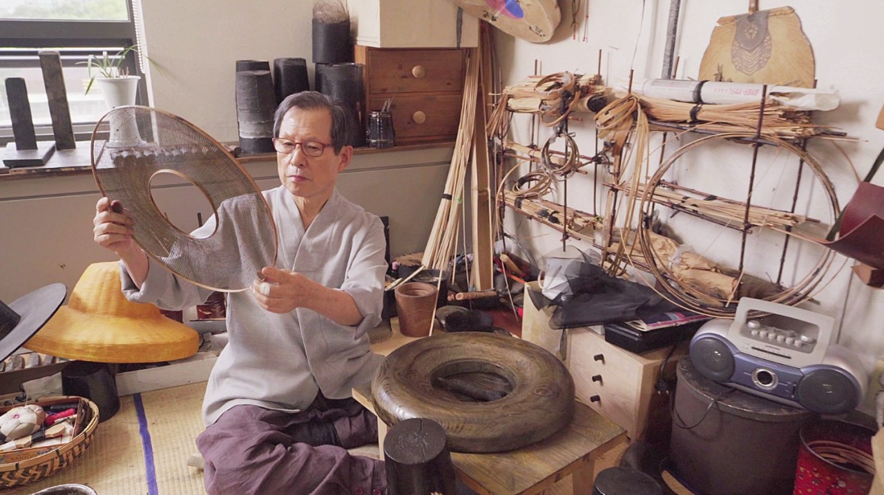 Gat master Jung Choon-mo (Yeol Korean Heritage Preservation Society)