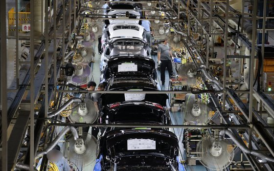 An interior view of Renault Samsung Motors factory in Busan in 2018. (Yonhap)