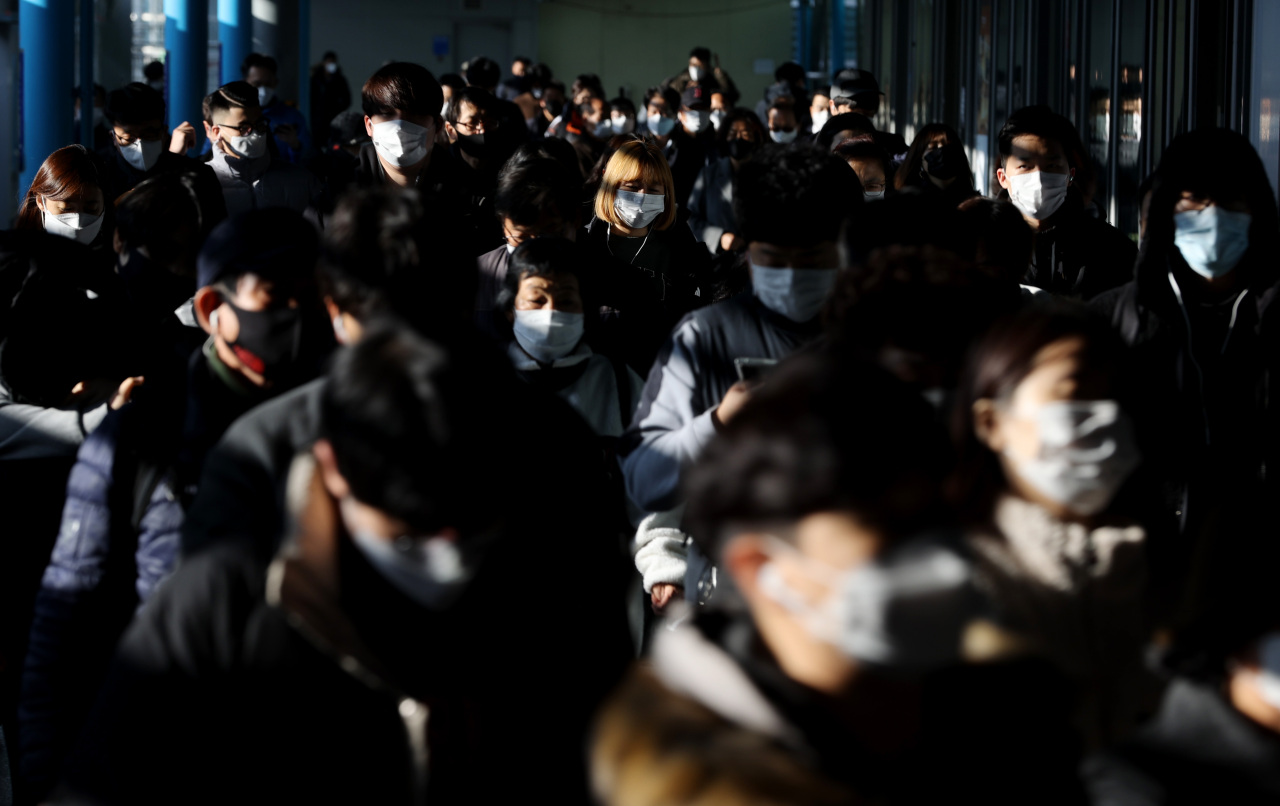 People in Seoul wearing masks while riding the subway on Friday (Yonhap)