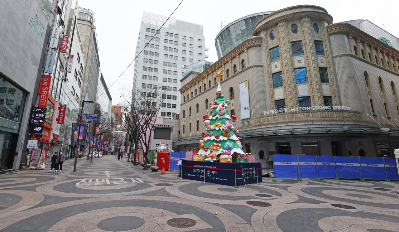 Street in Myoung-dong, a popular tourist district in central Seoul, appears empty on Sunday amid a resurgence in novel coronavirus cases. (Yonhap)