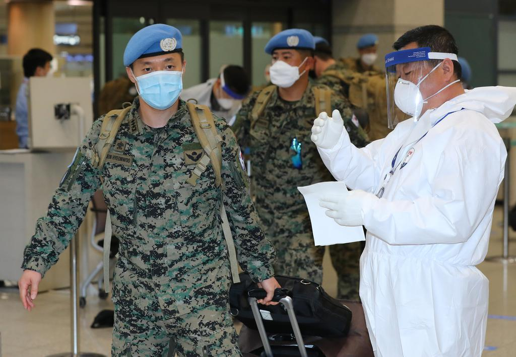 Troops of the Hanbit Unit, tasked with peacekeeping operations in South Sudan, arrive at Incheon International Airport, west of Seoul, on June 3. (Yonhap)