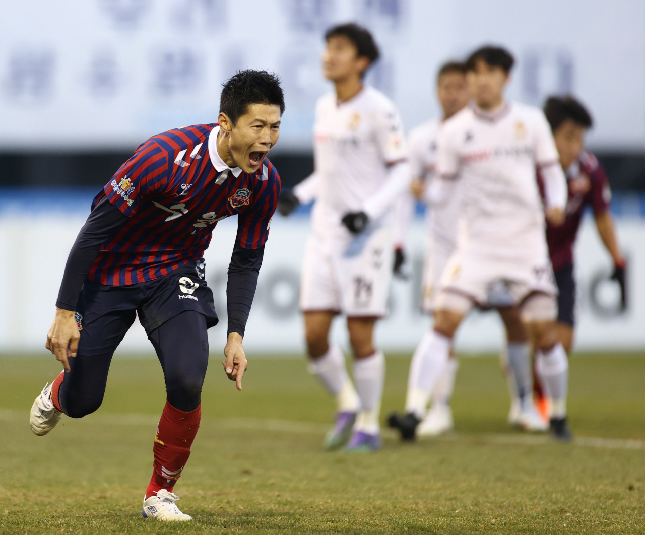 An Byong-jun of Suwon FC celebrates his goal against Gyeongnam FC during the K League 2 promotion playoff match at Suwon Sports Complex in Suwon, 45 kilometers south of Seoul, on Sunday. (Yonhap)