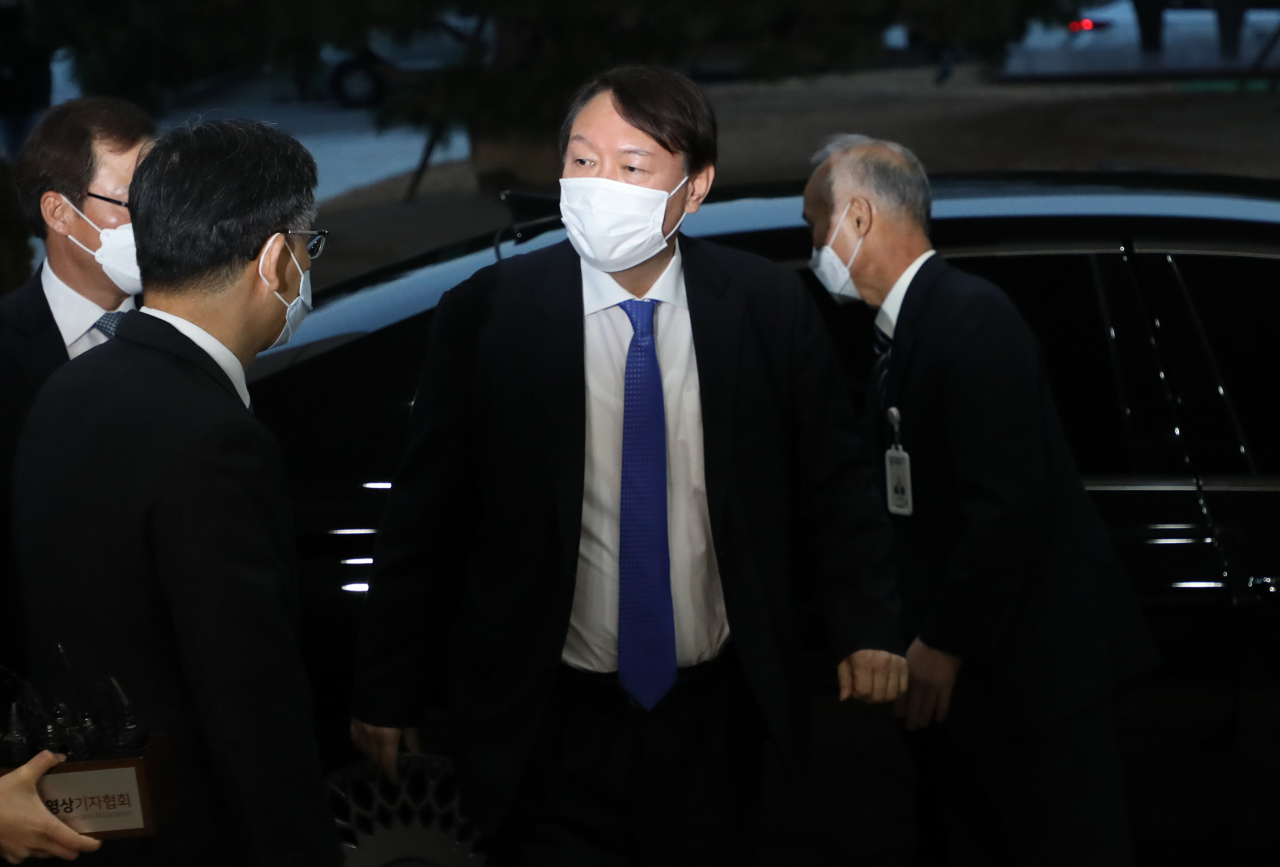 Prosecutor-General Yoon Seok-youl arrives at the Supreme Prosecutors` Office in Seoul on Tuesday. (Yonhap)