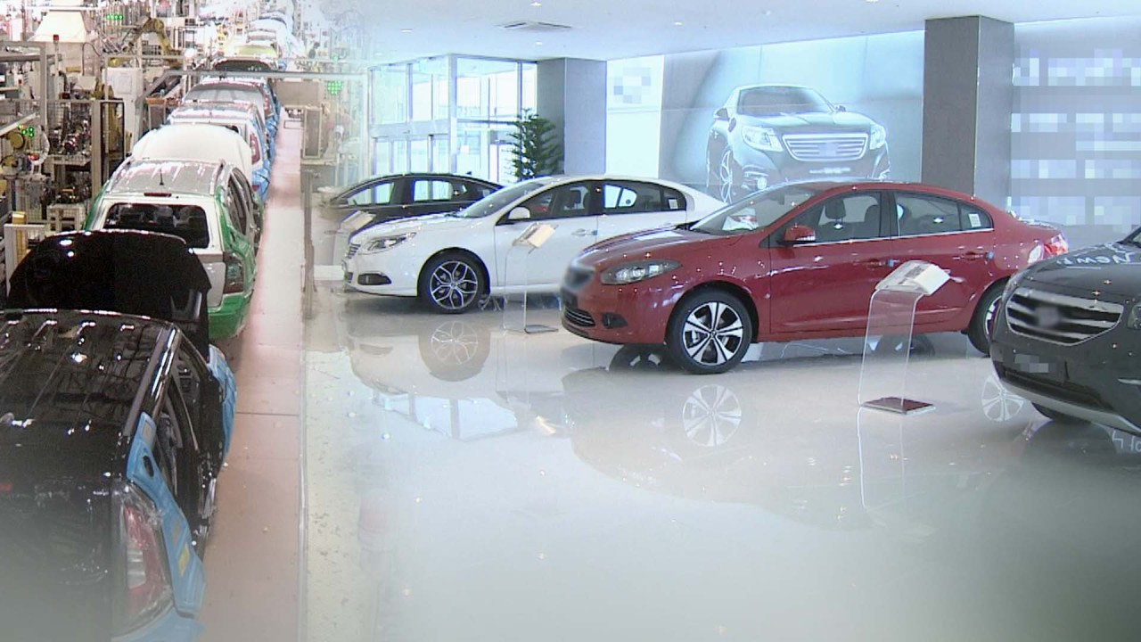 The picture shows new automobiles manufactured in a factory or displayed at a showroom. (Yonhap)