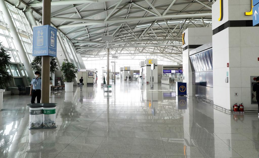 A nearly deserted terminal for international fights at Incheon International Airport on Aug. 16, South Korea's main gateway west of Seoul. (Yonhap)
