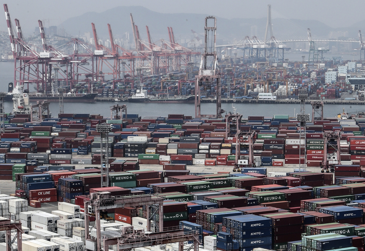 Stacks of import-export cargo containers on June. 4 at South Korea's largest seaport in Busan, 450 kilometers southeast of Seoul. (Yonhap)