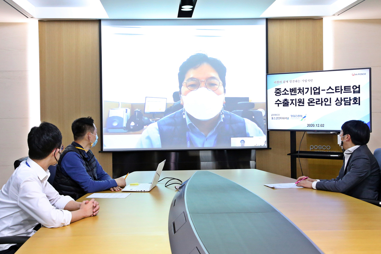 Posco International employees take part in online consultations for startups on Wednesday. (Posco International)