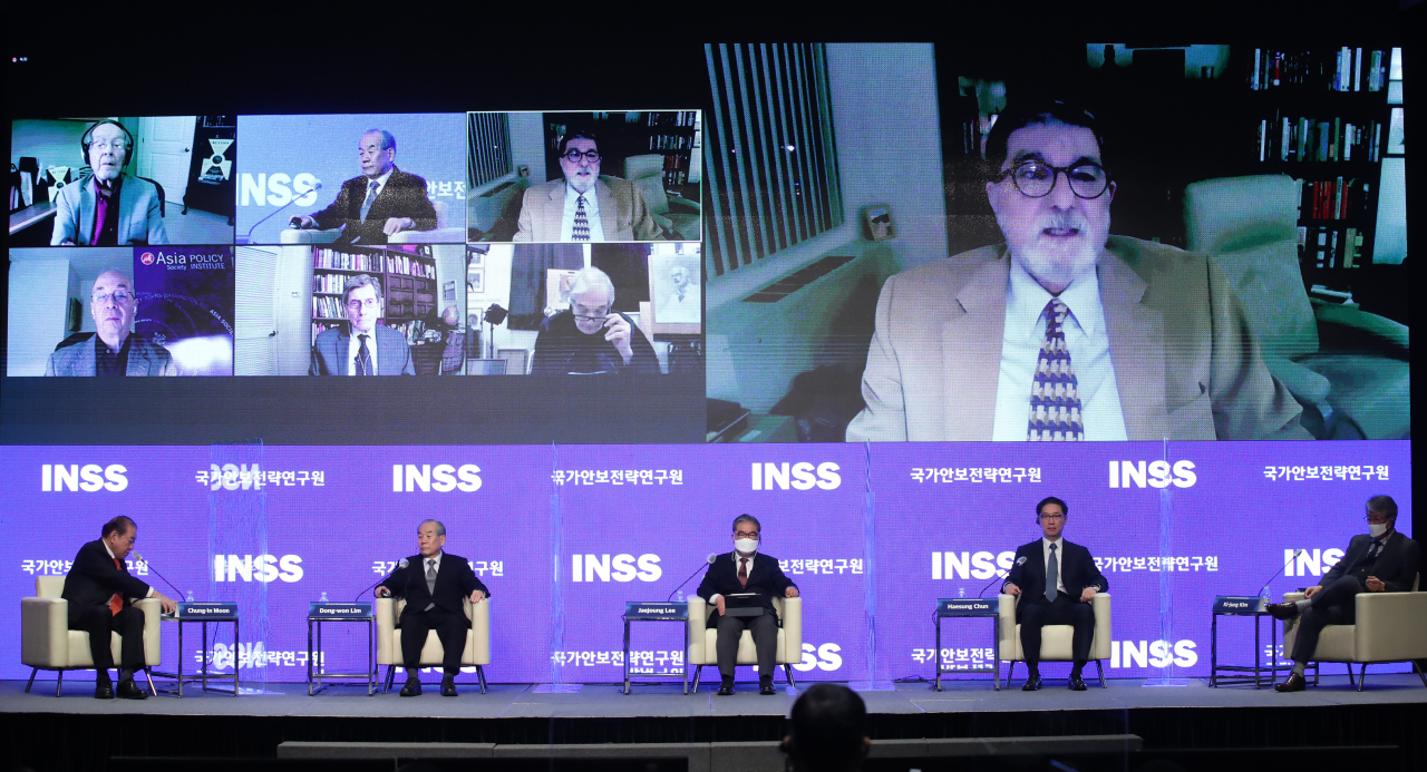Experts in US and South Korea discuss during a forum organized by the state-run think tank the Institute for National Security Strategy on Wednesday in Seoul. (Yonhap)
