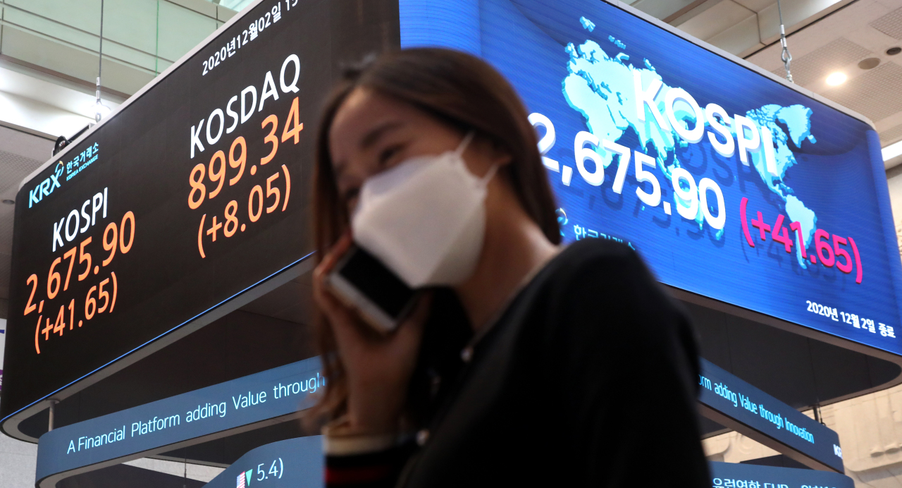 An electric board at the Korea Exchange's Seoul office in Yeouido shows the closing of Kospi and Kosdaq on Wednesday. Kospi logged an all-time closing high of 2,675.90, beating the previous record set a day earlier. (KRX)