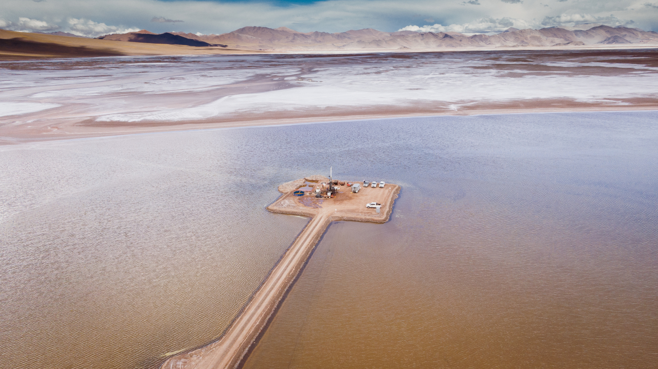 Posco Group's salt lake in Argentina contains 13.5 million tons of lithium reserves, enough to supply 370 million electric vehicles. (Posco Group)