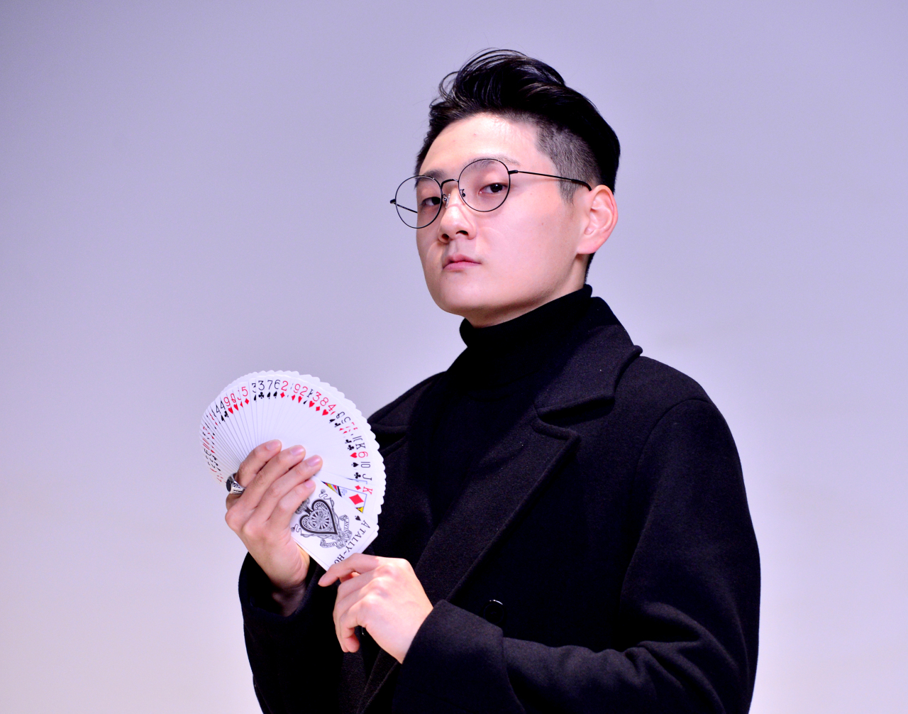 Magician Ed Kwon poses before an interview with The Korea Herald in November. (Park Hyun-koo/The Korea Herald)