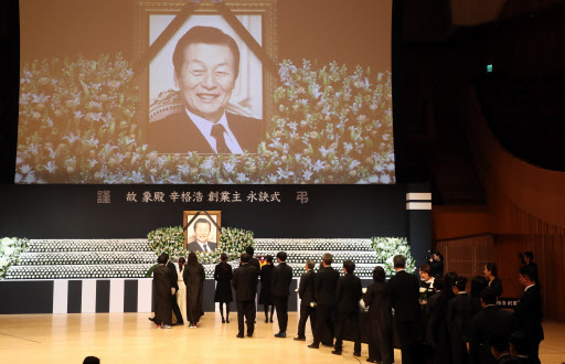 A funeral ceremony for Shin Kyuk-ho, the late founder and honorary chairman of South Korea's Lotte Group (Yonhap)
