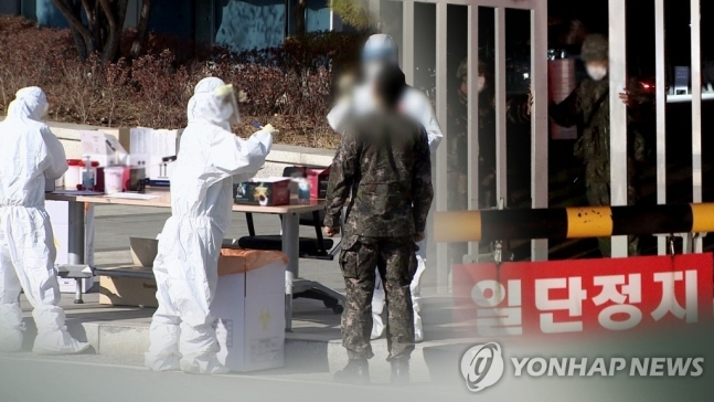 A soldier is tested of COVID-19. (Yonhap)