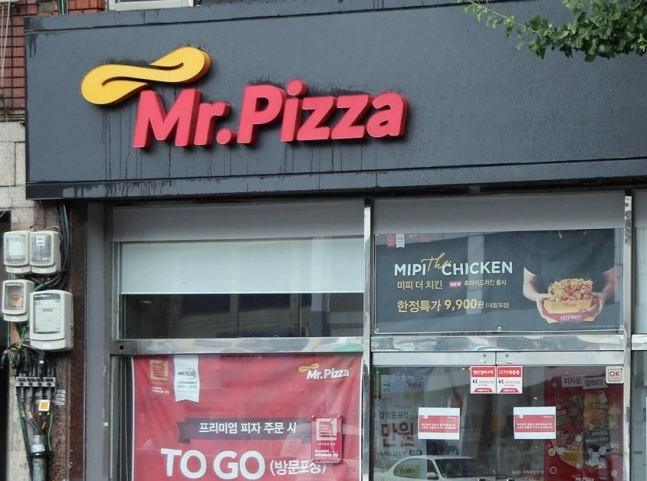 An exterior view of a Mr. Pizza restaurant (Yonhap)