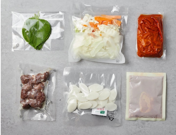 Components of a meal kit, with ingredients individually packaged (SSG.com)