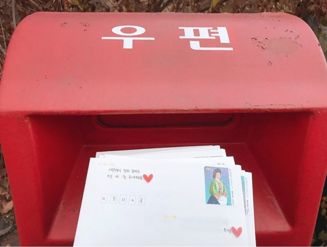 Letters written by volunteers from Ongi Postbox (Ongi Postbox)
