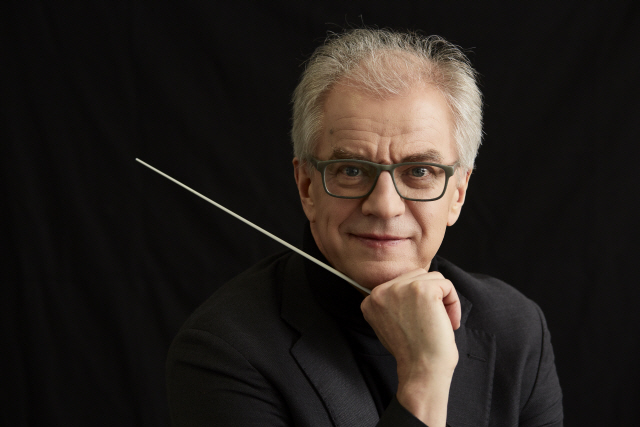 Music director Osmo Vanska (SPO)