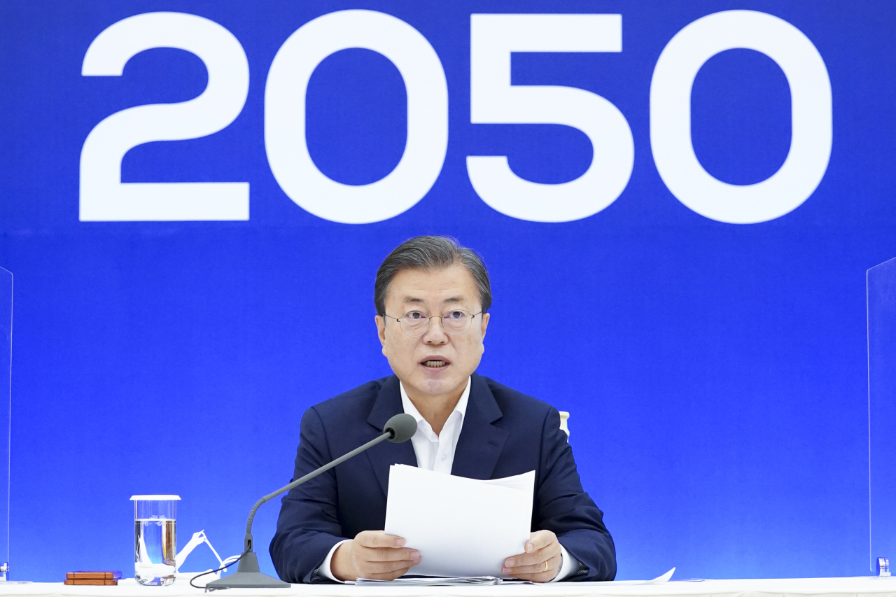 This file photo shows President Moon Jae-in delivering remarks on South Korea's plan to go carbon neutral by 2050 at Cheong Wa Dae in Seoul on Nov. 27, 2020. (Yonhap)