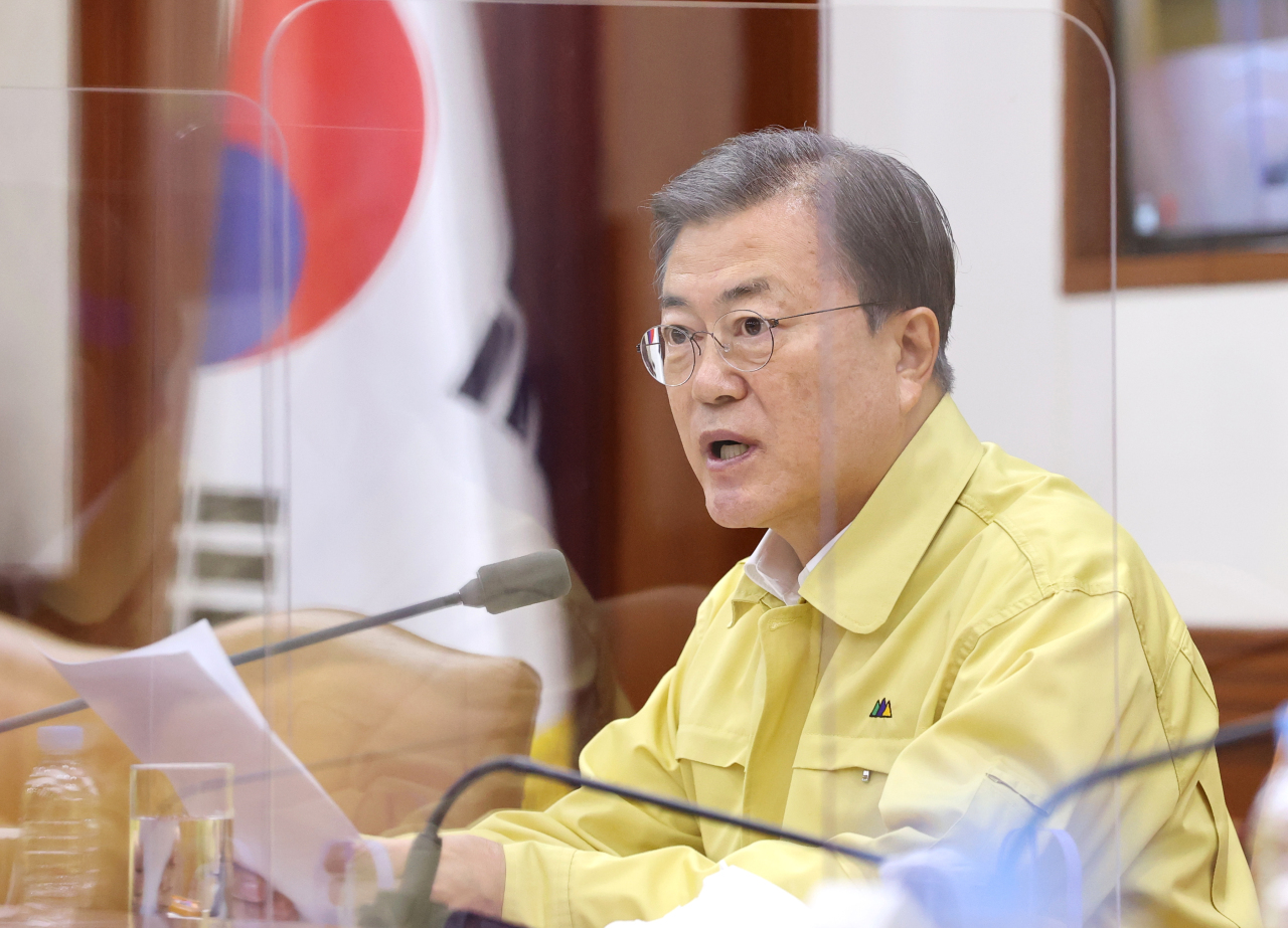 President Moon Jae-in speaks during an interagency meeting on virus response at the Central Disaster and Safety Countermeasure Headquarters in Seoul on Sunday. (Yonhap)