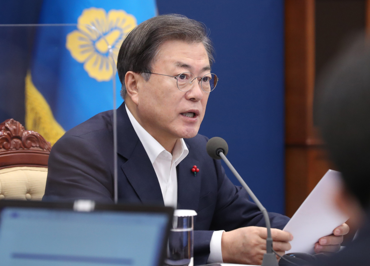 President Moon Jae-in speaks during a meeting with his senior aides at Cheong Wa Dae in Seoul on Monday. (Yonhap)