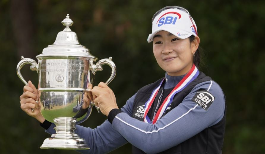 Kim A-lim holding up the championship trophy after winning the US Women's Open at the Champions Golf Club in Houston, Texas, on Monday. (AP-Yonhap)