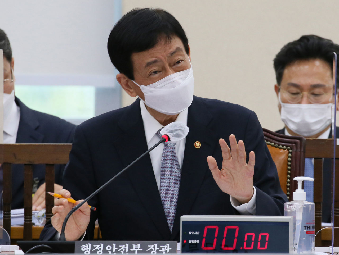 This file photo shows Interior and Safety Minister Chin Young. (Yonhap)
