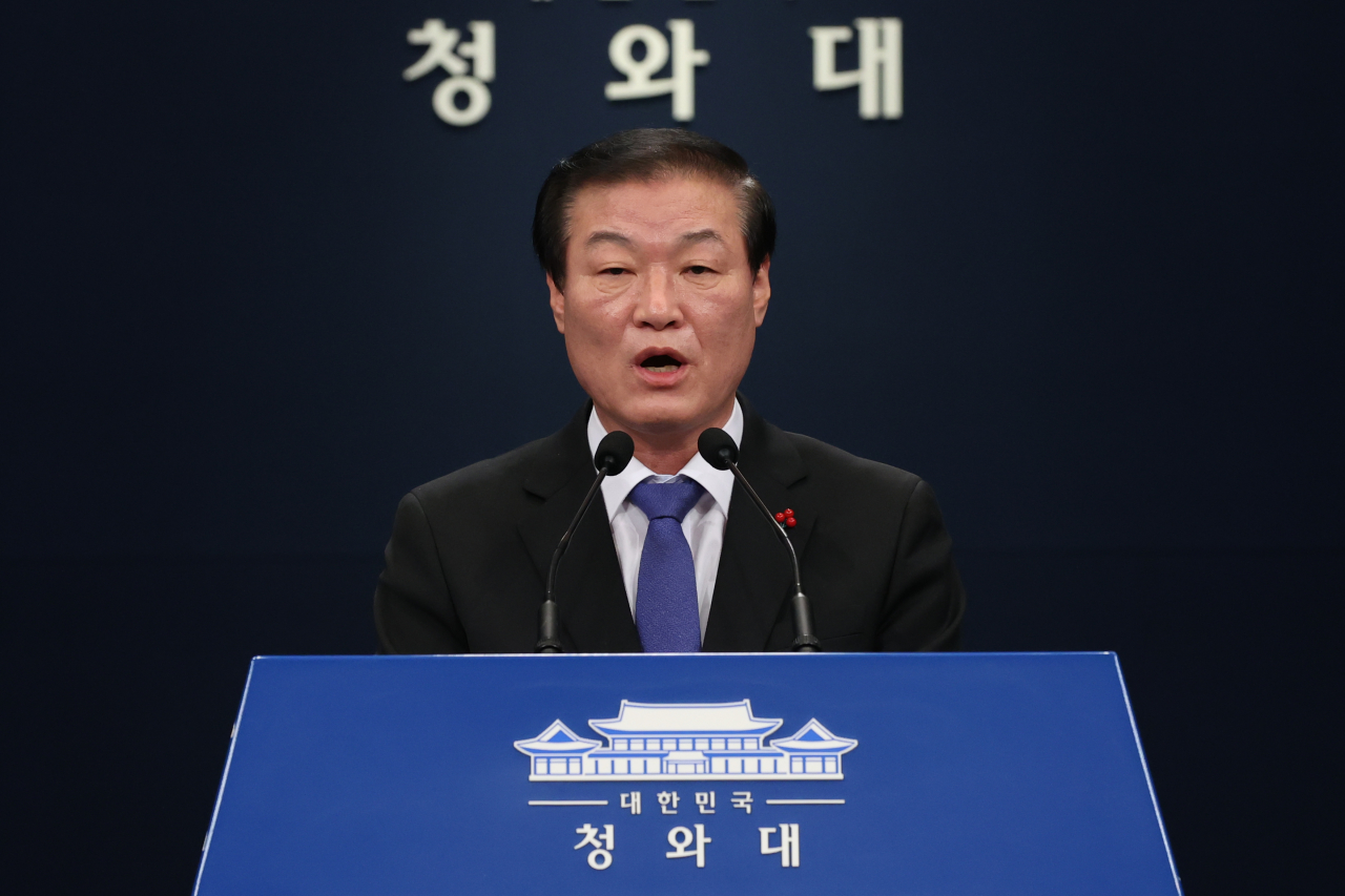 Chung Man-ho, senior secretary for public communication at the Blue House, speaks during a press briefing Wednesday. (Yonhap)