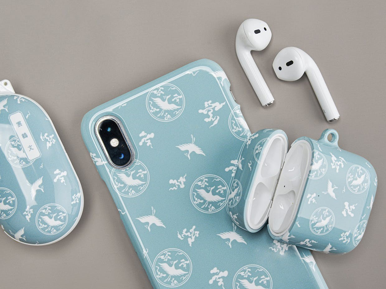 A Goryeo celadon-inspired smartphone case and AirPods case created by local company Mimidar are sold on the National Museum of Korea's website. (Mimidar's Instagram)