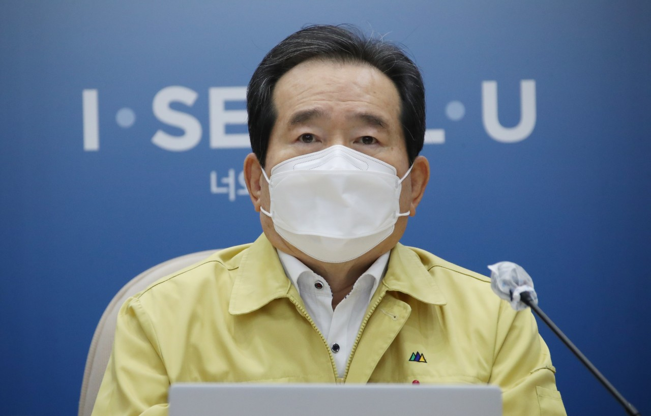 Prime Minister Chung Sye-kyun speaks during a government meeting of top officials in charge of dealing with the pandemic at the Seoul City Hall on Monday. (Yonhap)