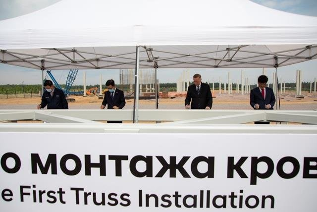 Officials of Hyundai Kia, Hyundai Motor Co.'s parts maker, attend a groundbreaking ceremony for a new engine factory in Saint Petersburg, Russia, on July 1, 2020. (Hyundai Motor Group)