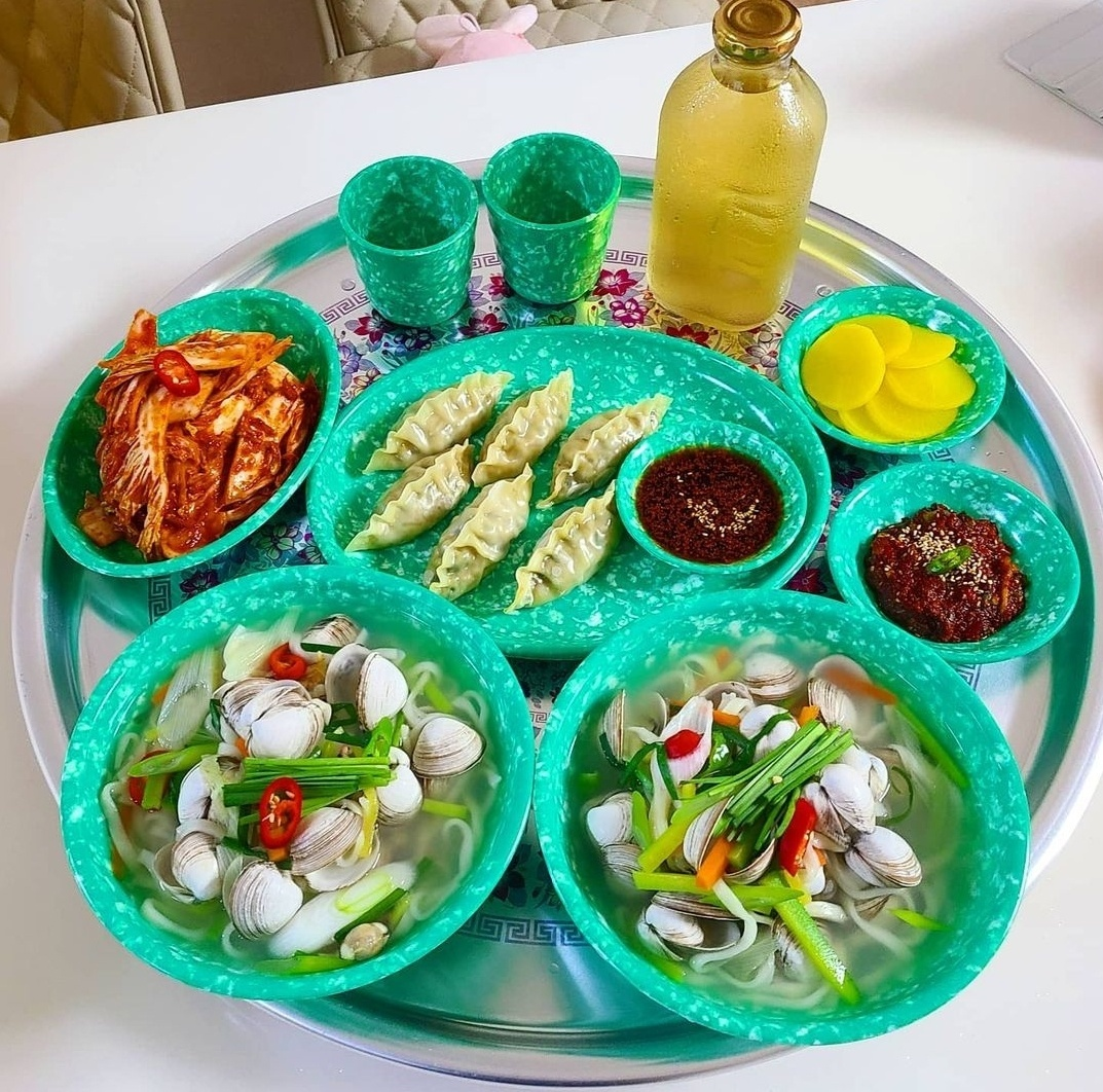 Lee Ok-young bought an old-fashioned dining table and dishes that remind her of her childhood years. (Courtesy of Lee)