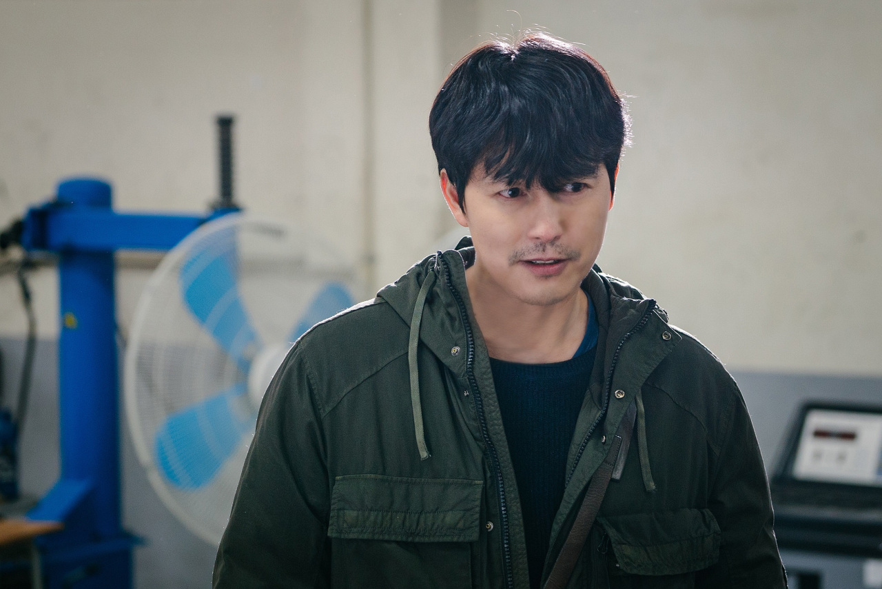 """Actor Jung Woo-sung is seen on his first day of shooting on the set of """"Delayed Justice."""" (SBS)"""