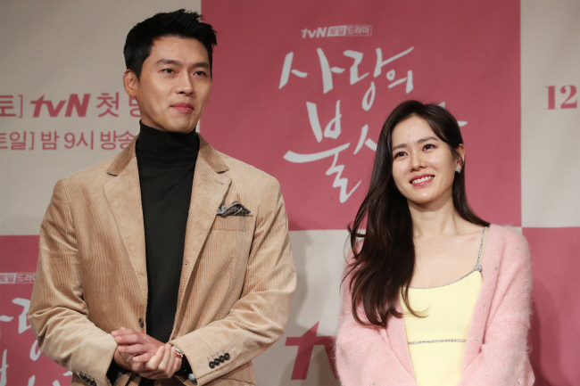 Actor Hyun Bin (from left) and actress Son Ye-jin (right) pose at a press conference in Seoul on Dec. 9, 2019. (Yonhap)