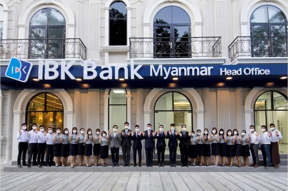 IBK Bank Myanmar employees pose for a photo after the bank received a banking license from Myanmar's financial authorities, Wednesday at the bank's headquarters in Yangon, Myanmar. (Industrial Bank of Korea)