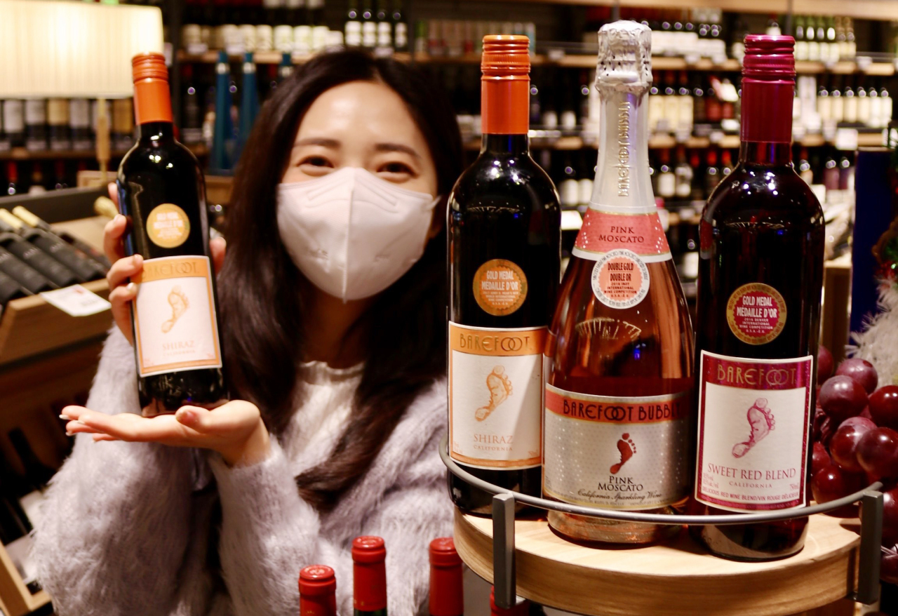 Beverage manufacturer and wine importer Lotte Chilsung displays a bottle of wine from Barefoot Wine. (Lotte Chilsung)