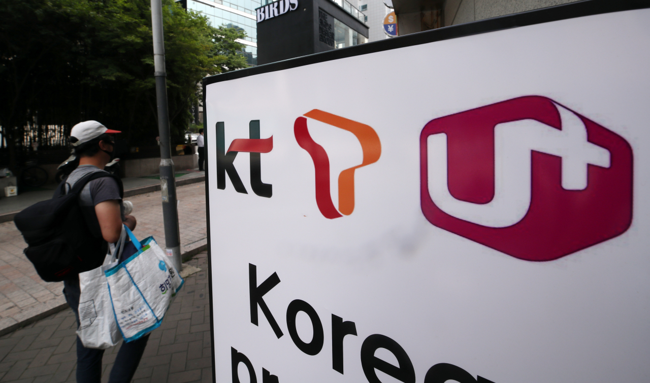 This file photo, taken July 8, 2020, shows the logos of South Korea's three major mobile carriers -- KT Corp. (L), SK Telecom Co. (C) and LG Uplus Corp. (Yonhap)