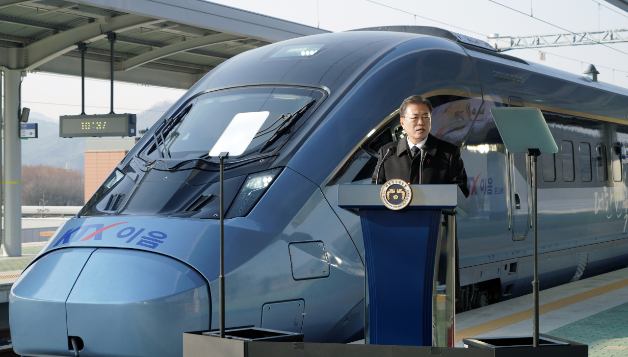 President Moon Jae-in speaks during the unveiling of KTX-Eum at Wonju Station in Gangwon Province, Monday. (Yonhap)