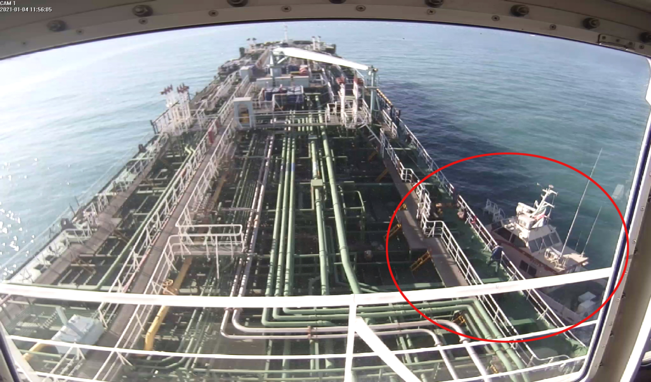 This closed-circuit TV image shows South Korean oil tanker MT Hankuk Chemi arriving in an Iranian port after it was seized by Iranian troops on Monday. An Iranian speedboat is seen in the red circle. (Yonhap)