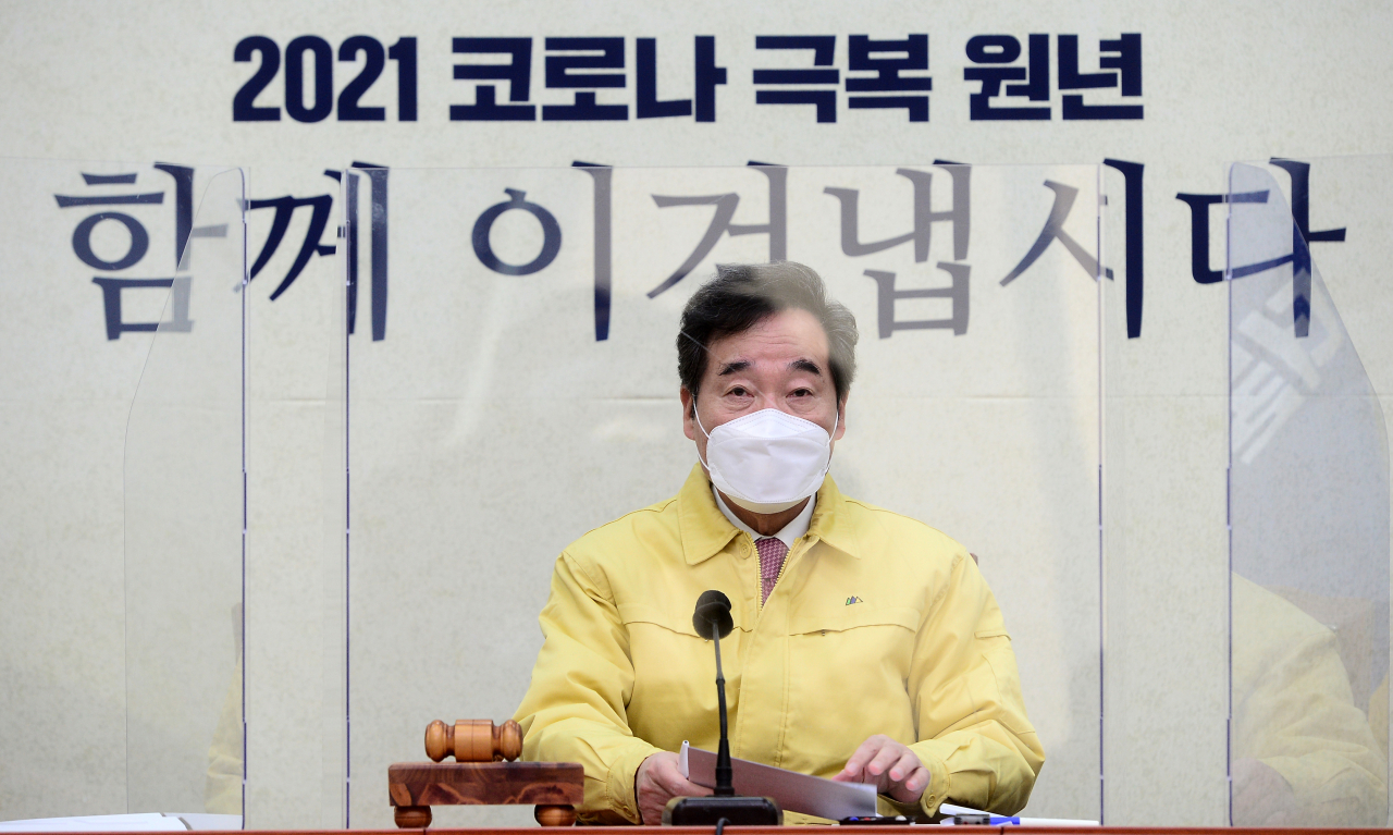 Democratic Party Chairman Rep. Lee Nak-yon speaks during a meeting of the top party council on Wednesday, at the National Assembly in Seoul. (Yonhap)