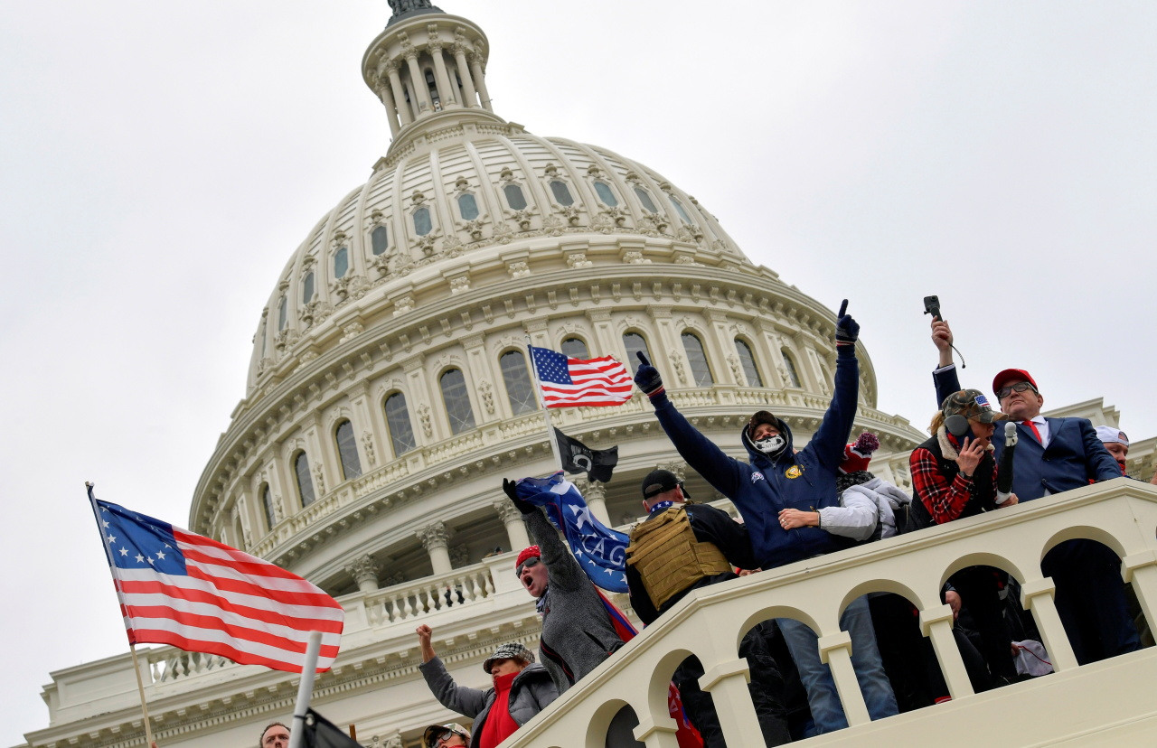 Supporters of US President Donald Trump occupy the US Capitol Building in Washington, US, Wednesday. (Reuters-Yonhap)